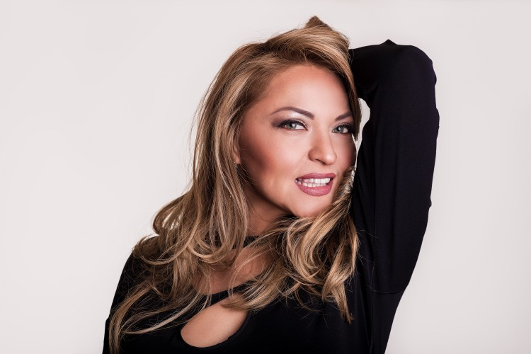 Professional Photo of Evelyn Rubio